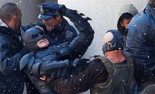 El combate entre Batman y Bane parece ser parte de otro más multitudinario
